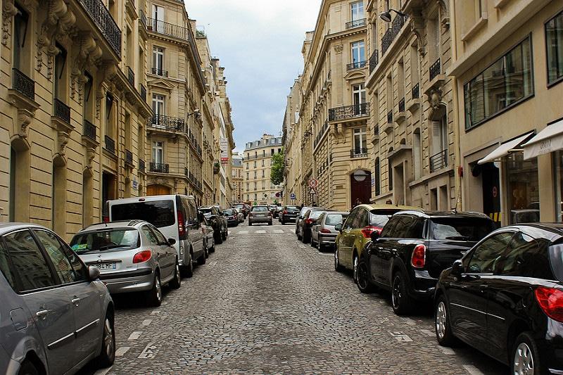 Se garer dans la rue à Paris