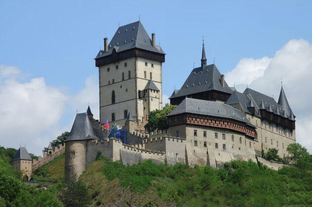 Visiter le château fort de Karlstejn depuis Prague