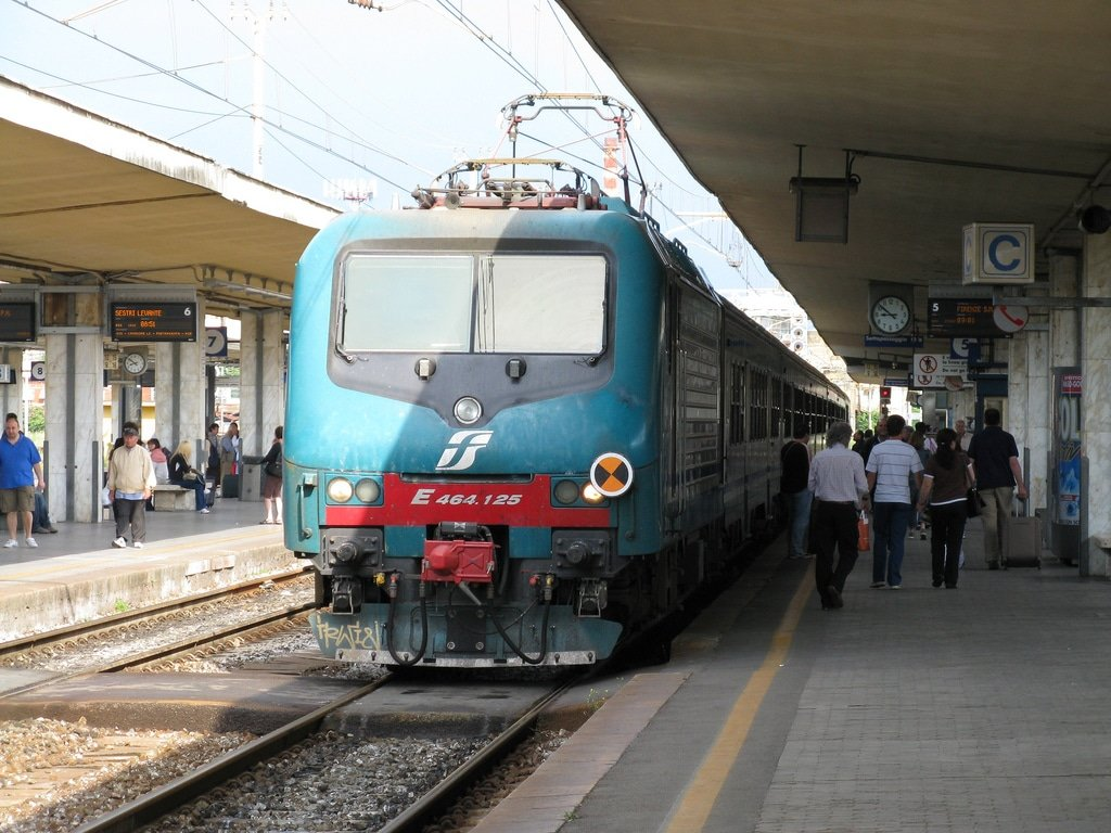 Transfert aéroport Galileo-Galilei : le train