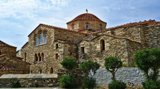 Dans quelle ville loger à Paros ?