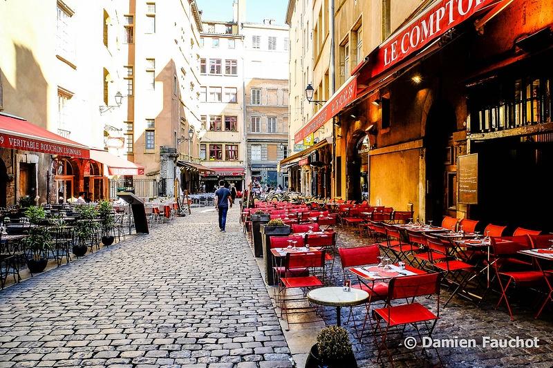 Circuler et se garer dans la rue à Lyon