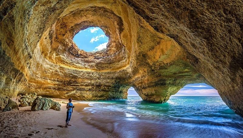 Les plus beaux endroits à visiter au Portugal, La grotte de Benagil