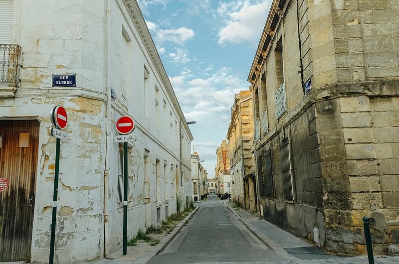 Parking dans la rue à Bordeaux, stationnement