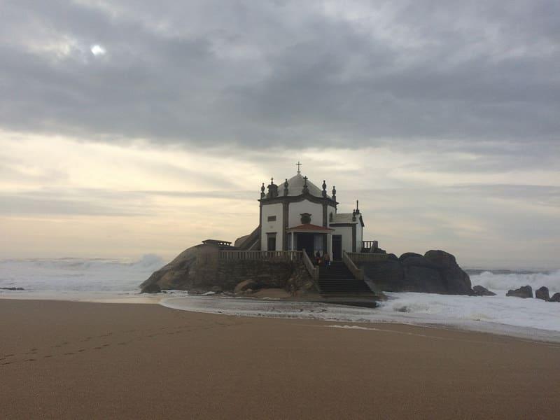Les plus beaux endroits à visiter au Portugal, La plage du Seigneur de la Pierre