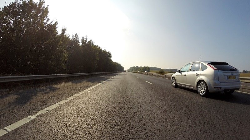 Voiture pour un long voyage sur la route en France