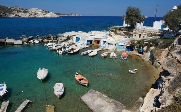 Dans quelle ville loger à Milos ?