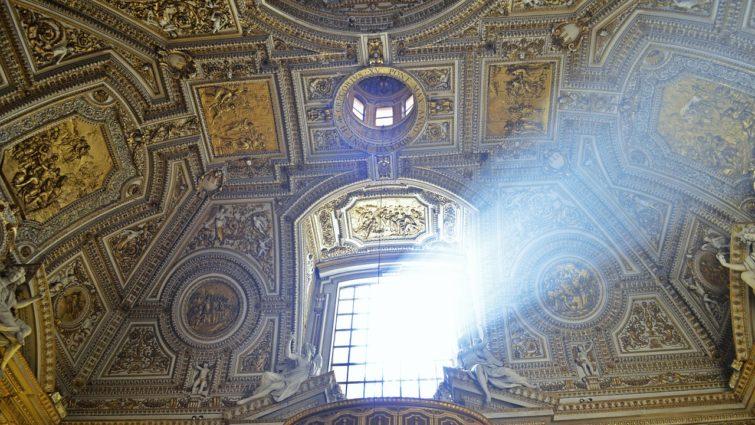 Intérieur de la Basilique Saint Pierre au Vatican
