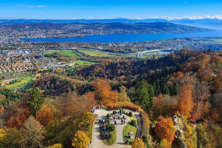 Vue sur le lac de Zurich sommet de l'Uetliberg
