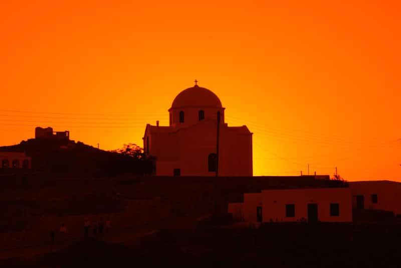 Crépuscule sur une église à Áno Meriá, Folégandros