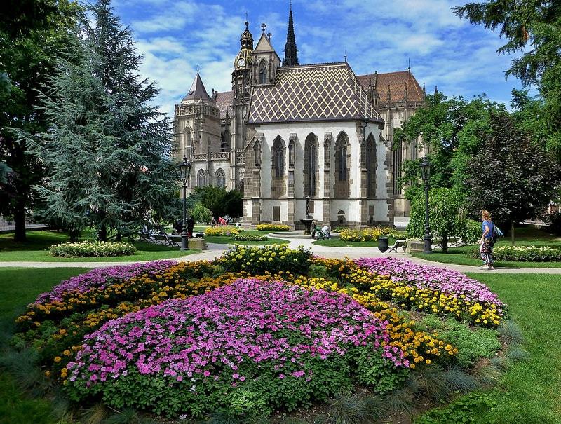 Eglise Saint-Michael, jardin botanique, Kosice