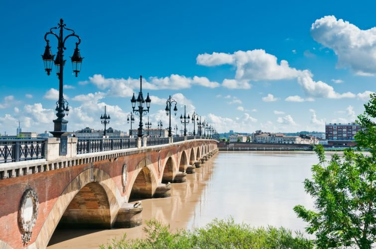 Vue sur la Garonne et le Pont de Pierre, Bordeaux