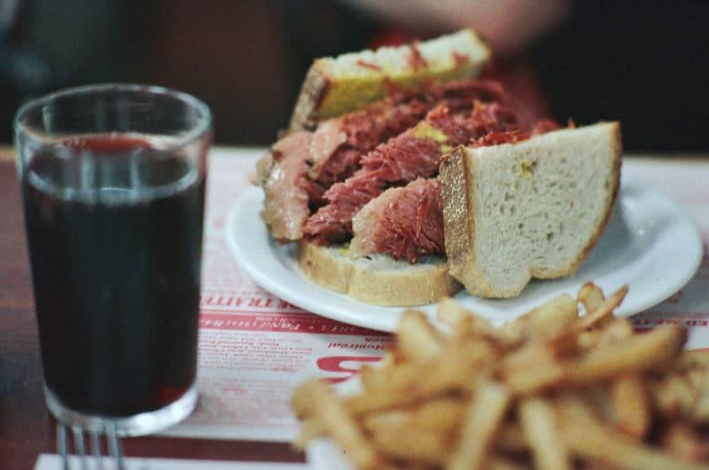 Sandwich à la viande fumée, plat traditionnel, Québec