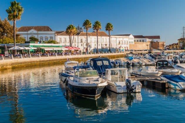 Location de bateau à Faro : idées d'itinéraires