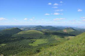 Dans quel village loger pour visiter les volcans d'Auvergne ?