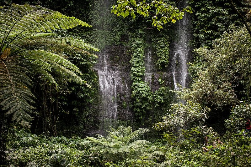 Cascades Benang Kelambu, Lomobok