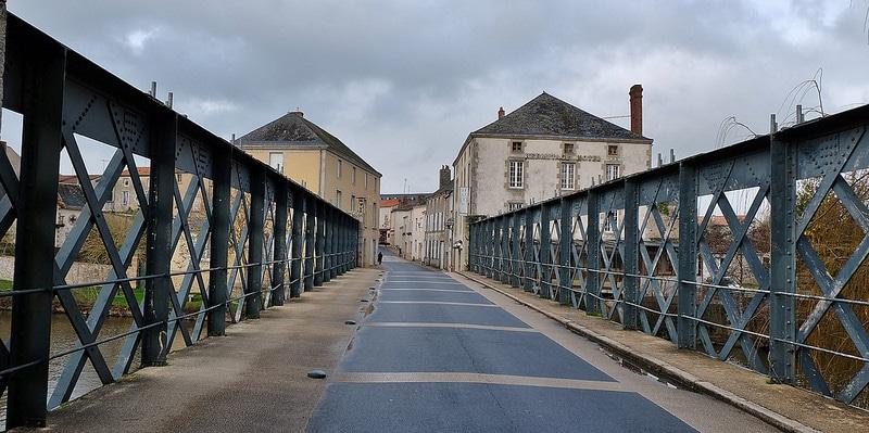 Saint-Laurent-sur-Sèvre, loger autour du Puy du Fou