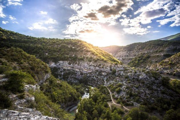 Dans quelle ville loger près des Gorges du Verdon ?