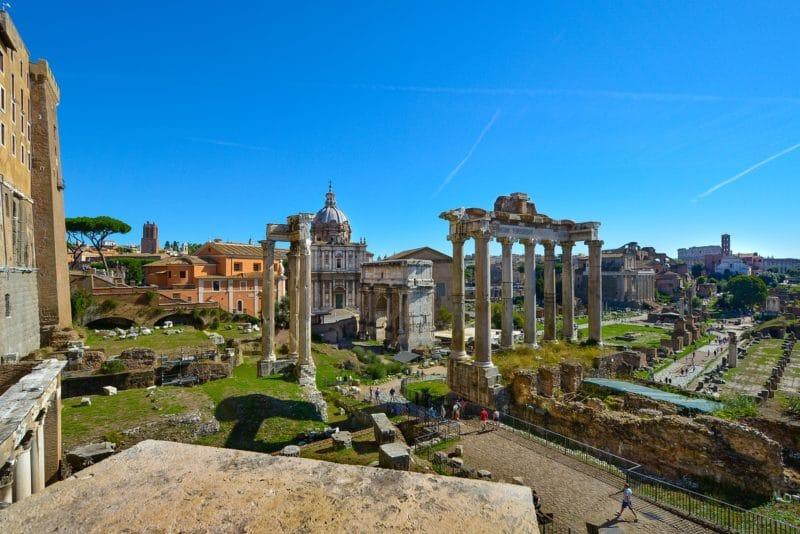 Si Vous Avez Aime Le Colisee Forum Romain Est Sans Conteste Un Incontournable A Faire Lorsque Venez Visiter Rome Situe Au Coeur De La Ville