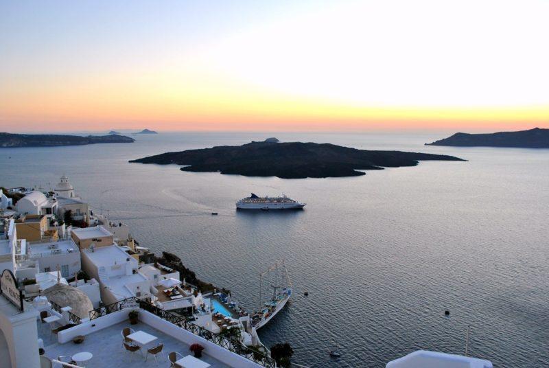 Réserver un trajet dans les Cyclades avec Direct Ferries