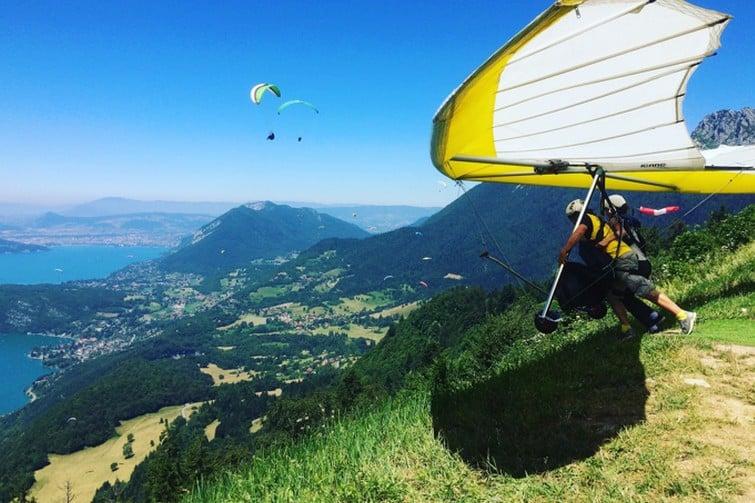 Visiter Annecy d'en haut, en deltaplane