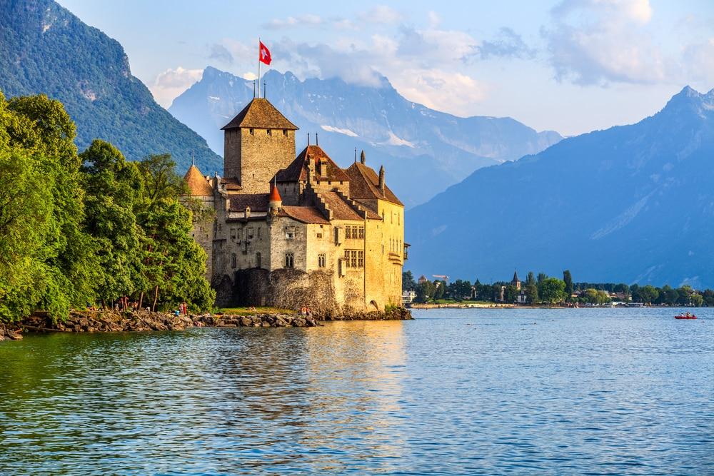 Coucher de soleil du château de Chillon au lac de Genève, Suisse