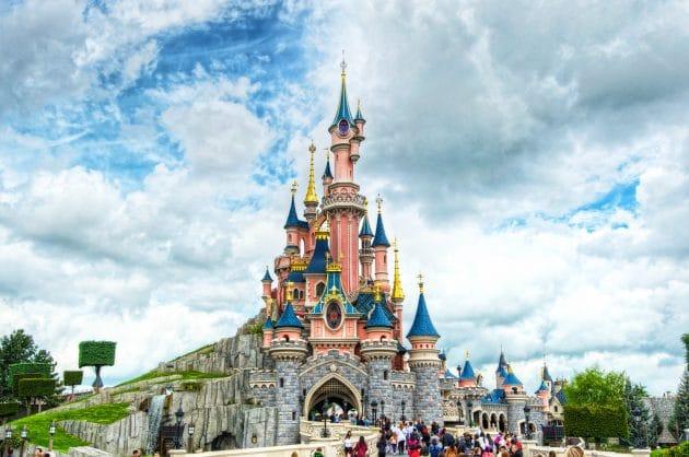 Parking pas cher Disney : où se garer à Disneyland Paris ?