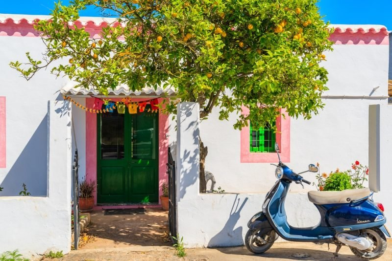 Visiter Ibiza en scooter