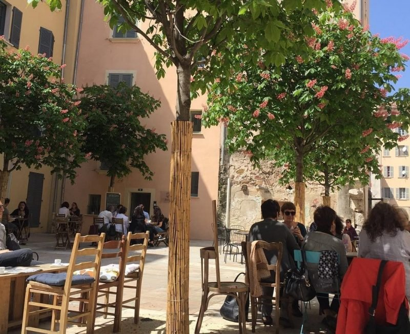 Rue des arts, terrasses, Toulon