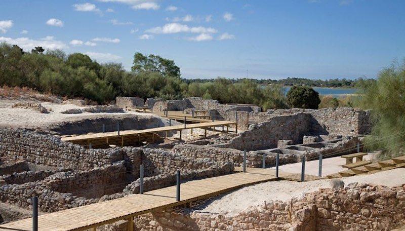 Ruines romaines de Tróia