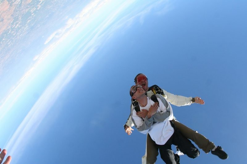 Saut en parachute Nîmes Corubessac