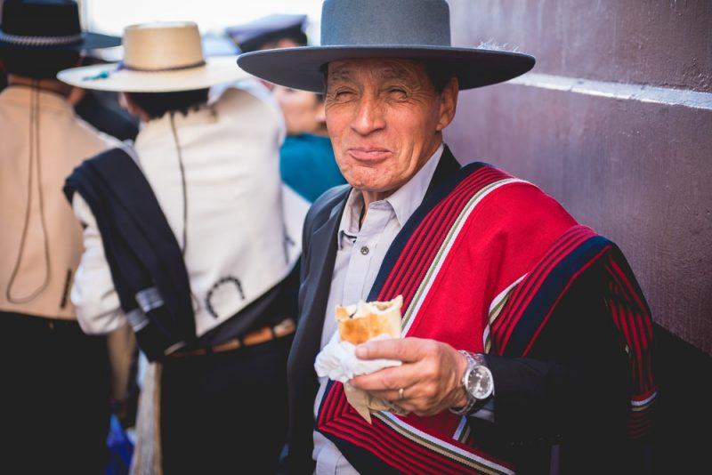 Manger des empanadas à Valparaiso