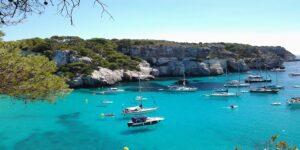 Comment aller à Minorque depuis Barcelone en ferry ?
