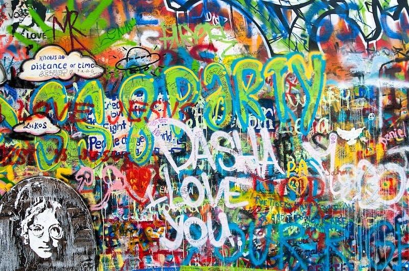 Mur John Lennon, Prague