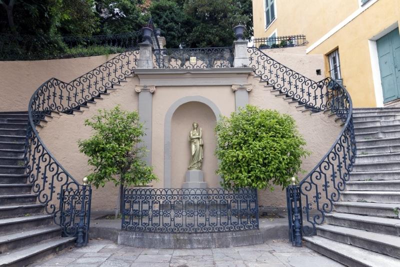 Bastia, les jardins Romieu. Les escaliers et balcons