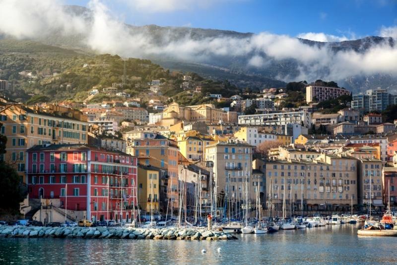 Corse, le Vieux-port de Bastia et ses maisons colorées