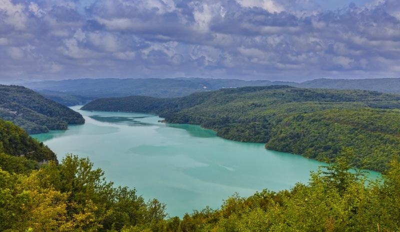 Lac de Vouglans kayak dans le Jura