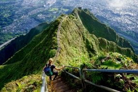 Haiku Stairs : la randonnée secrète vers le ciel d'Hawaï !