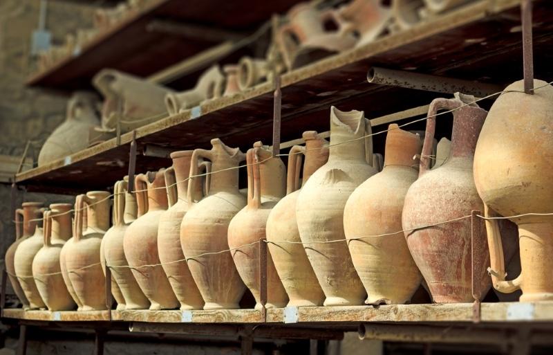 Musée archéologique de Naples / vestiges de Pompéi poteries