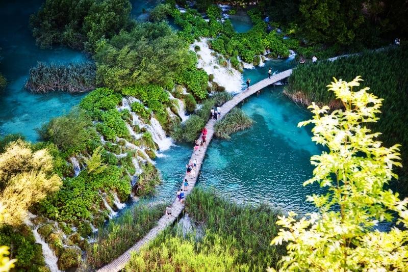 Plitvice, parc naturel avec des lacs enCroatie