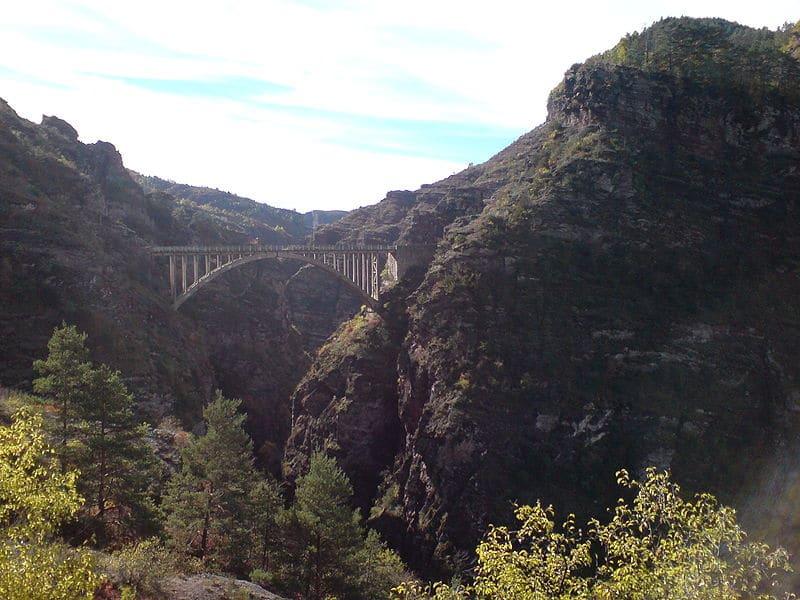 Sauter à l'éslastique du Pont de la Mariée Gorges de daluy
