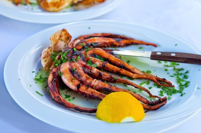 restaurant à Aliki Grèce île de Paros poulpe