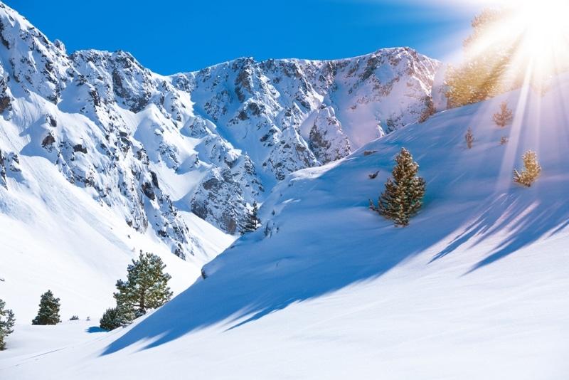 Montagnes enneigées à Grandvalira Andorre