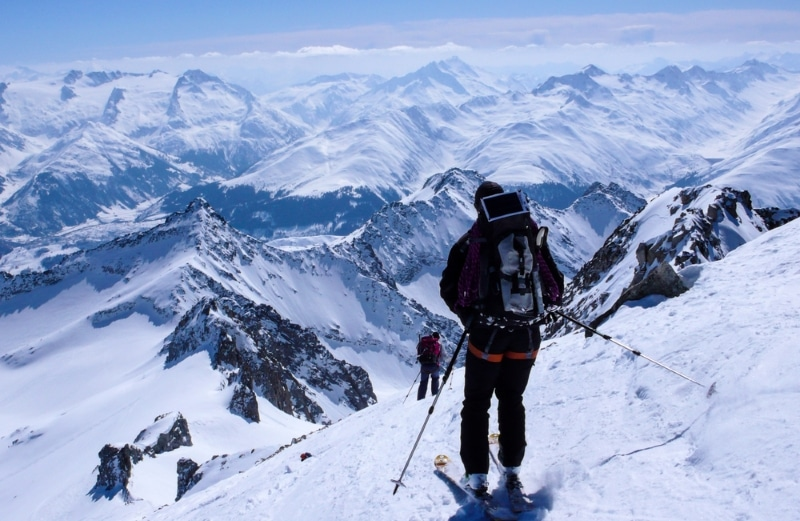 ski hors piste Andermatt dans les Alpes Suisses