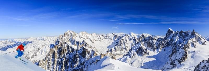 Ski hors piste dans les Alpes à Chamonix - les Grandes Jorasses