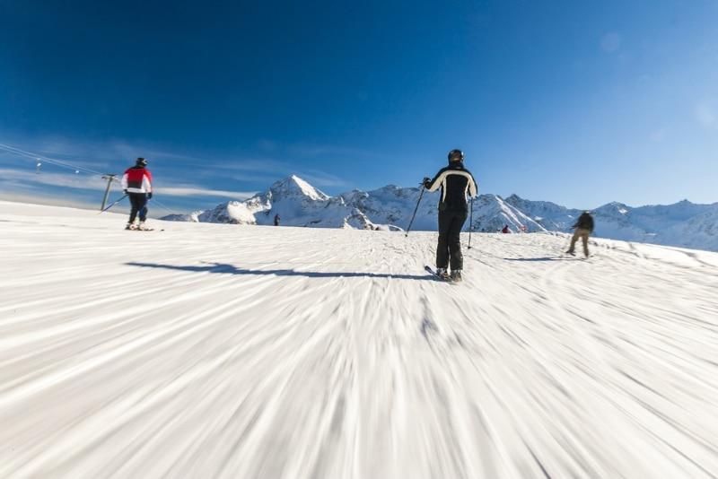 skieur dans les Alpes en autriche