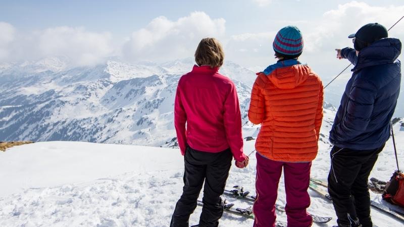 skieurs panorama montagnes alpes autriche