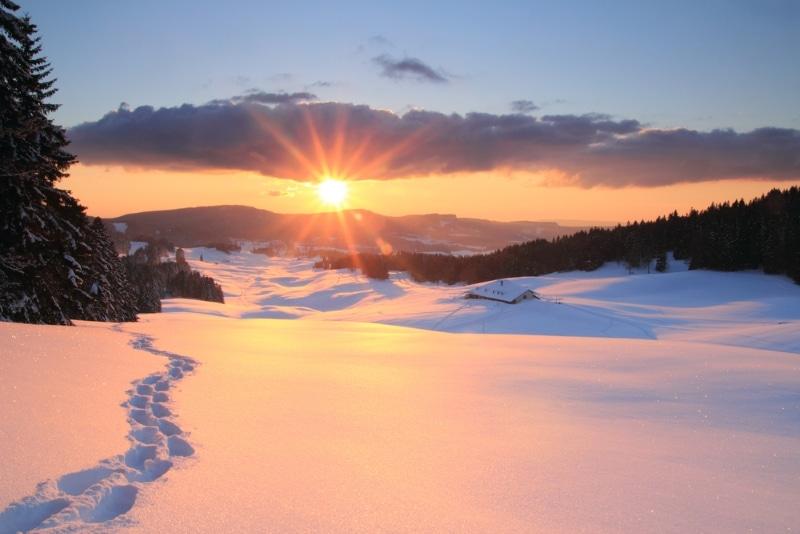 station de ski Monts Jura neige et coucher de soleil