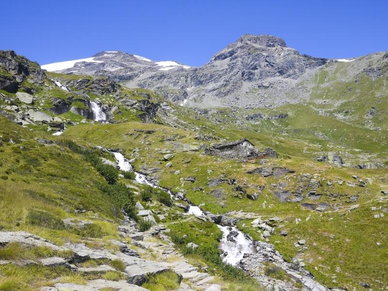 Val d'Isère en été pour le vtt, vue sur une rivière alpine