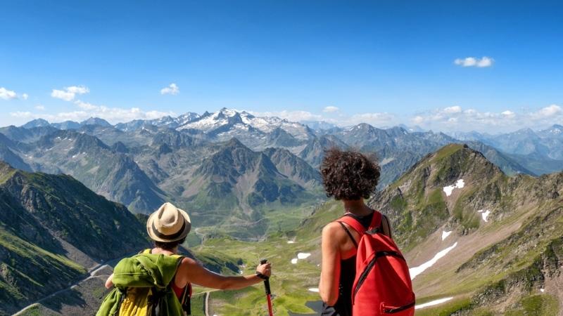 vue panorama depuis le Pic du Midi sommet Pyrenees
