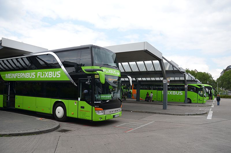 bus Flixbus vert orange